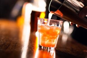 100-latka najstarszą barmanką na świecie [© Minerva Studio - Fotolia.com]