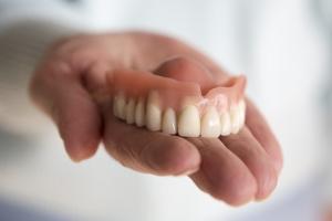 5 najczęstszych problemów z protezami zębowymi [Fot. wernerimages - Fotolia.com]