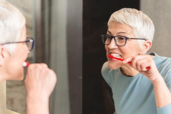 5 wskazÃłwek, jak dbać o zęby przed snem [Fot. focusandblur - Fotolia.com]