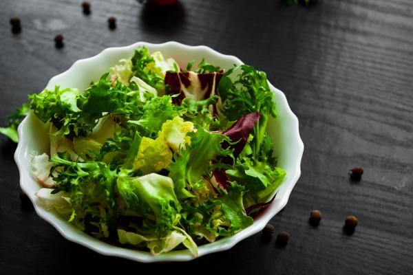 5 zalet jedzenia sałaty [Fot. pavel siamionov - Fotolia.com]