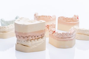 """7 na 10 Polaków """"zjada"""" swoje zęby. Jak ograniczać nadmierne ścieranie? [© Room 76 Photography - Fotolia.com]"""