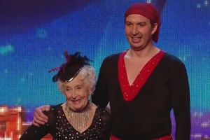 79-latka zata�czy�a sals� w brytyjskim Mam talent [fot. Britain's got Talent 2014, youtube]