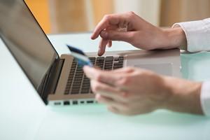 8 zasad bezpiecznego korzystania z bankowości internetowej [© Vladimir Gerasimov - Fotolia.com]