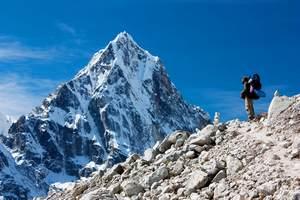 80-latek chce się wspiąć na Mount Everest [© Daniel Prudek - Fotolia.com]