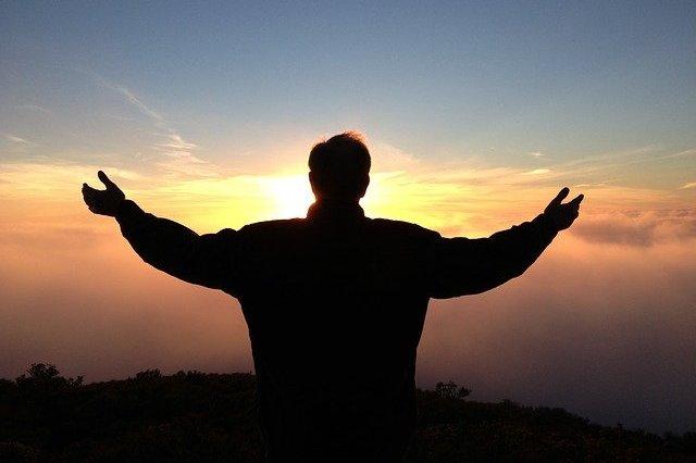 """""""Przyjaźń"""" z Bogiem sposobem na samotność? [fot. John Hain from Pixabay]"""