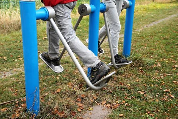 Aktywność fizyczna sprawia, że seniorzy mają się lepiej [fot. Iva Balk z Pixabay]