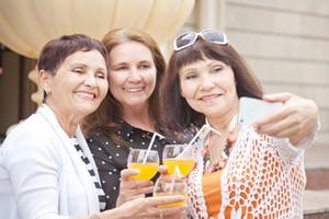 Aktywność społeczna obniża ryzyko demencji o kilkanaście procent [© olezzo - Fotolia.com]