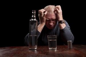 Alkohol - dojrzali mężczyźni szczególnie zagrożeni uzależnieniem [©  Siberia - Fotolia.com]