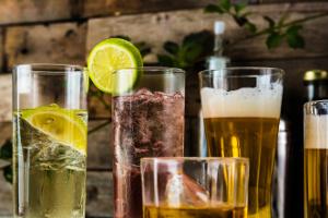 Alkohol a zdrowie - już jeden drink dziennie to wyższe ryzyko szybszej śmierci [Fot. Dreamers - Fotolia.com]