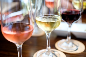Alkohol a zdrowie serca - umiarkowane picie chroni przed chorobami? [Fot. Mark - Fotolia.com]