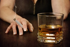 Alkohol i papierosy skutecznie skrócą ci życie - o zdrowiu kobiet [© mariesacha - Fotolia.com]