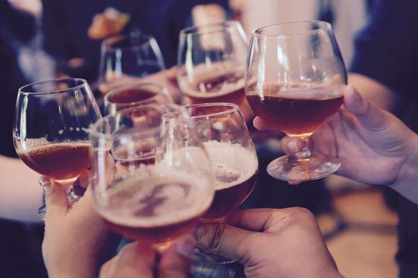 Alkohol może wywołać objawy alergii [fot.  Free-Photos z Pixabay]