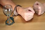 Alkoholizm [© Nikola Spasenoski - Fotolia.com]