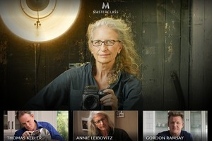 Annie Leibovitz, Gordon Ramsey, Serena Williams, Samuel L. Jackson, Christina Aguilera uczą w sieci [fot. MasterClass]