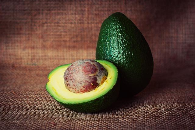 Awokado pomaga w zdrowszym rozmieszczeniu tłuszczu w ciele [fot. tookapic from Pixabay]