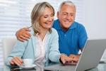 Babcie i dziadkowie. O kim więcej  w internecie? [© Tyler Olson - Fotolia.com]