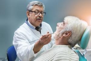 Bakterie jamy ustnej mają wpływ na rozwój choroby Alzheimera [Fot. DenisProduction.com - Fotolia.com]