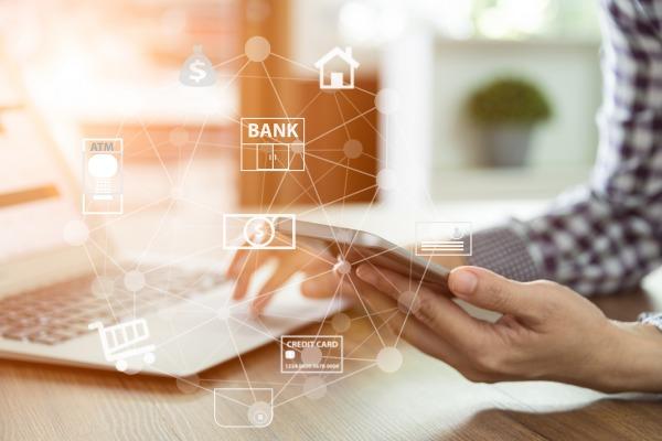 Bankowość internetowa: nie tylko szybkie przelewy i kontrolowanie stanu konta [Fot. utah778 - Fotolia.com]