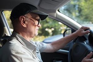 Bezpieczna podróż: ważna pozycja za kierownicą [© danr13 - Fotolia.com]