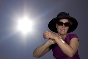 Bezpieczne opalanie. By Słońce nie zaszkodziło skórze i oczom [© karenfoleyphoto - Fotolia.com]