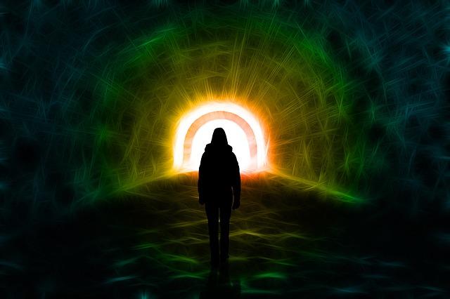 Bliskość śmierci - czy wszyscy mamy takie samo doświadczenie? [fot. Gerd Altmann from Pixabay]