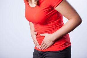 Ból brzucha. Dolegliwość najczęściej kobieca [© Photographee.eu - Fotolia.com]