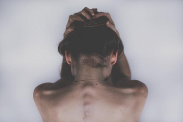 Bóle głowy i pleców są ze sobą połączone [fot. StockSnap z Pixabay]