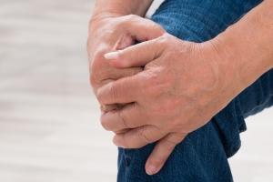 Bóle stawów: przypadłość nie tylko osób starszych [Fot. Andrey Popov - Fotolia.com]