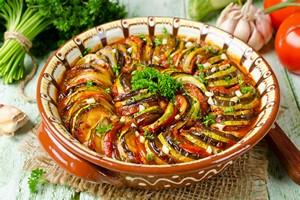 Bon appétit! Kuchnia regionalna Francji [© vkuslandia - Fotolia.com]