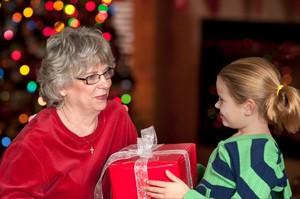 Boże Narodzenie 2017: prezenty gwiazdkowe dla Babci [© ChmpagnDave - Fotolia.com]