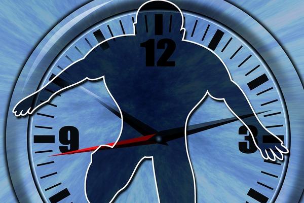 Brak równowagi między pracą i domem zagraża zdrowiu serca [fot. mikegi z Pixabay]