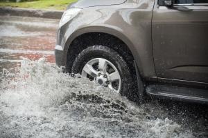 Burza w czasie jazdy samochodem. Jak zachować bezpieczeństwo? [Fot. lightmemorystock - Fotolia.com]