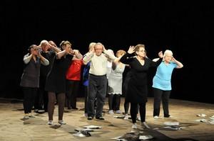 Bydgoszcz: Teatr tańca 60+ [fot. www.mck-bydgoszcz.pl]
