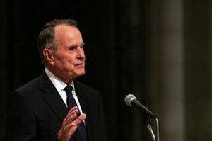 Były prezydent USA George Bush Senior świętuje 90 urodziny skokiem na spadochronie [George Bush Senior, fot. U.S. Navy, PD]