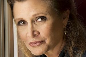 "Carrie Fisher zobaczymy jeszcze w ""Family Guy"" i ""Catastrophe"" [Carrie Fisher, fot. Riccardo Ghilardi photographer, CC BY-SA 3.0, Wikimedia Commons]"