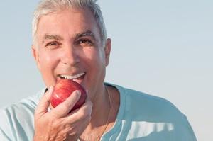 Chcesz mieć zdrowe zęby? Zachowaj odpowiednią dietę [© Glamy - Fotolia.com]