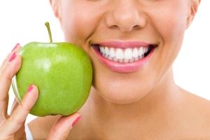 Chcesz mieć zdrowe zęby? Zmień dietę [Fot. luckybusiness - Fotolia.com]