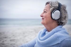 Chcesz poprawić sobie humor? Słuchaj... smutnej muzyki  [© WavebreakMediaMicro - Fotolia.com]