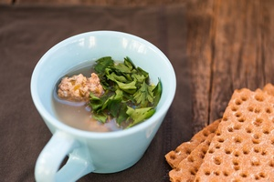 Chcesz schudn��? Jedz na mniejszych talerzach [© sgabby2001 - Fotolia.com]
