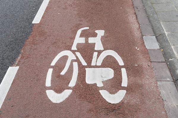 Chcesz żyć dłużej? Dojeżdżaj do pracy na rowerze [fot. Sabine van Erp z Pixabay]