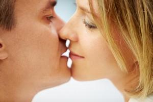 Chemia pożądania: jak hormony wpływają na libido kobiety [Pocałunek, © pressmaster - Fotolia.com]