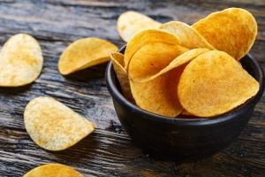 Chipsy niekoniecznie ziemniaczane - z czego przygotować chrupiące talarki? [Fot. alexshyripa - Fotolia.com]