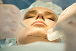 Chirurgia plastyczna: odmłodzenie własnym tłuszczem [© pressmaster - Fotolia.com]