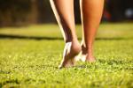Chodzenie boso korzystne dla zdrowia [© Kalim - Fotolia.com]