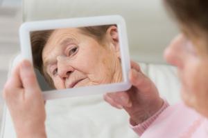 Choroba Alzheimera - jak dostrzec wczesne objawy? [Fot. Picture-Factory - Fotolia.com]