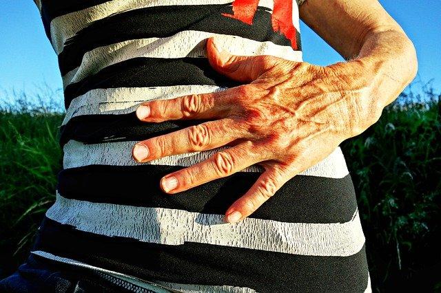 Choroba Alzheimera ma związek z mikrobiomem jelitowym [fot. Mabel Amber from Pixabay]