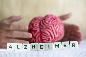 Choroba Alzheimera rozwija się długie lata [© aytuncoylum - Fotolia.com]