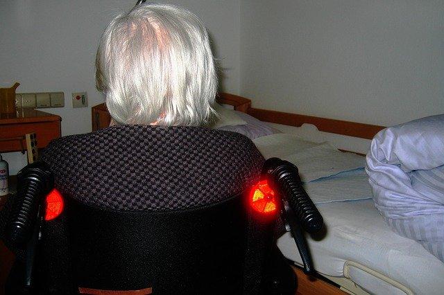 Choroba Alzheimera szybciej rozwija się u kobiet [fot. Gerd Altmann from Pixabay]