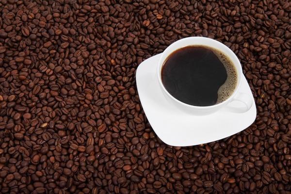 Cierpisz na migrenę? Ogranicz kawę [fot. PublicDomainPictures z Pixabay]
