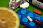 Co - wbrew powszechnej opinii - nie pomoże uniknąć przeziębienia [pills fot. GG]